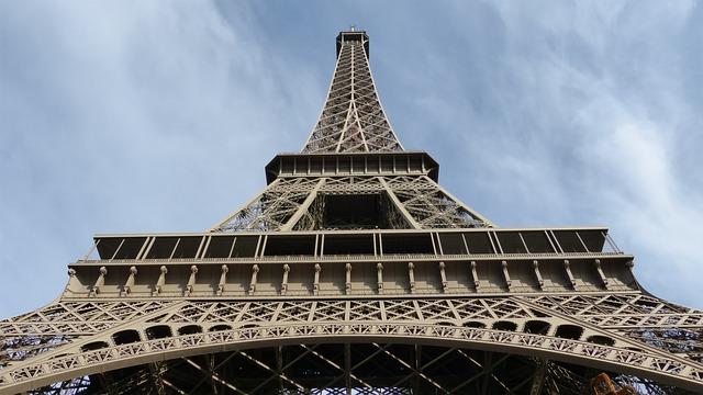 """Tres tonos de """"marrón Torre Eiffel"""""""