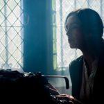 Escritora en máquina de escribir